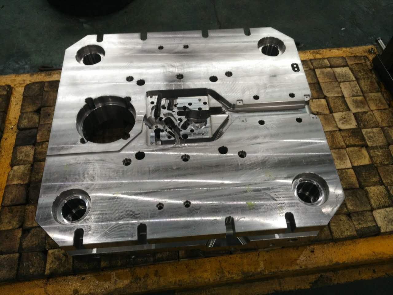 Large mold processing